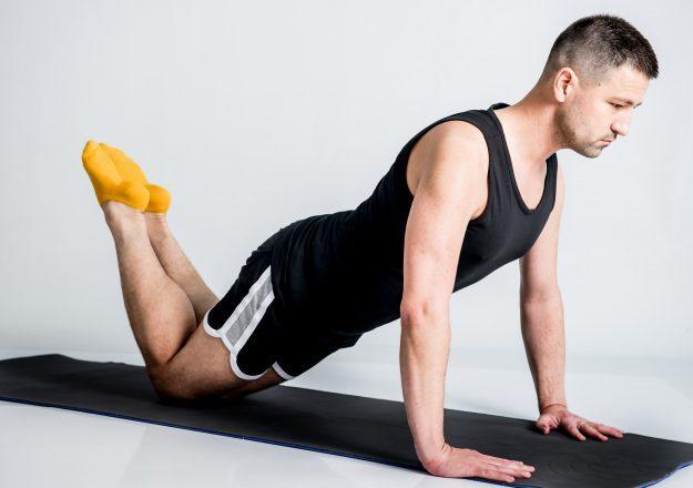 könnyített fekvőtámasz egyenes gerinccel