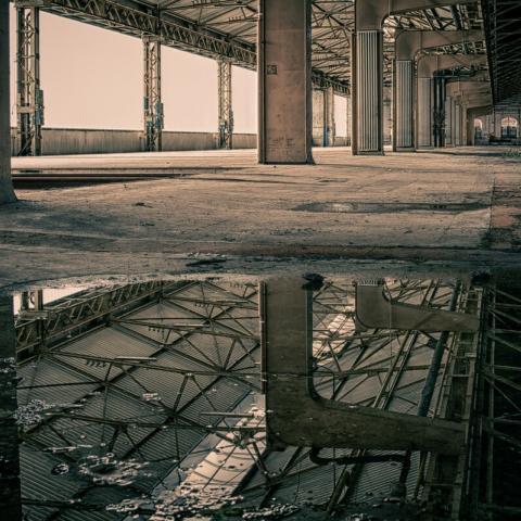 üres gyár épület