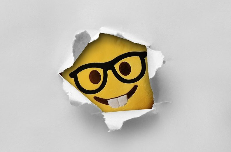 szemüveges smiley